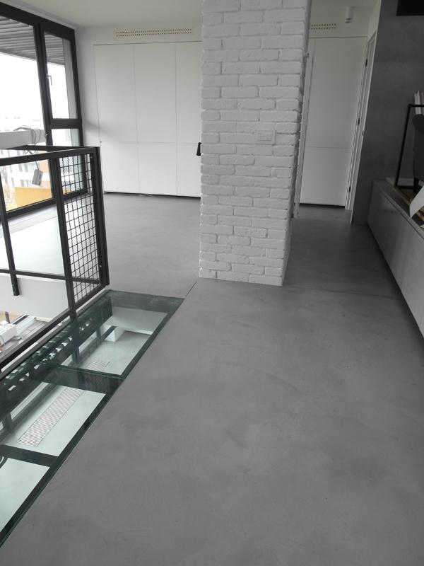 Dekoracyjna podłoga z mikrocementu.