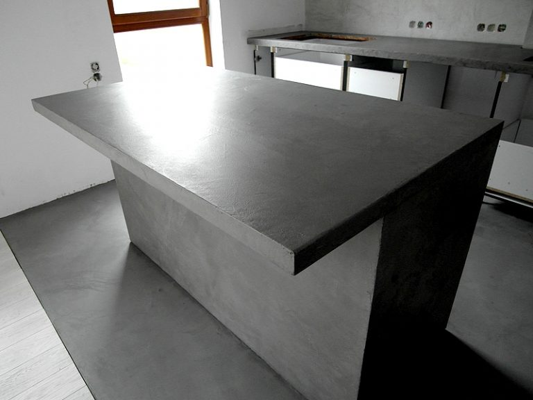 Stół kuchenny z betonu.