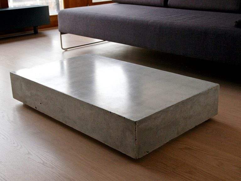 Stolik z betonu. Odlewany.